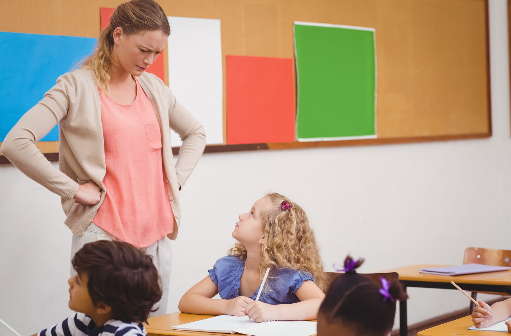 Посмотреть эротику учитель пригласил к себе домой ученицу заниматся математикой