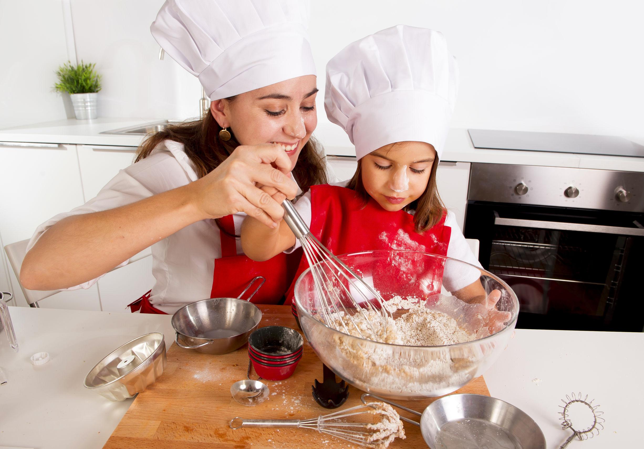 С мамкой на кухне, Мама и сын на кухне - смотреть порно онлайн или скачать 4 фотография